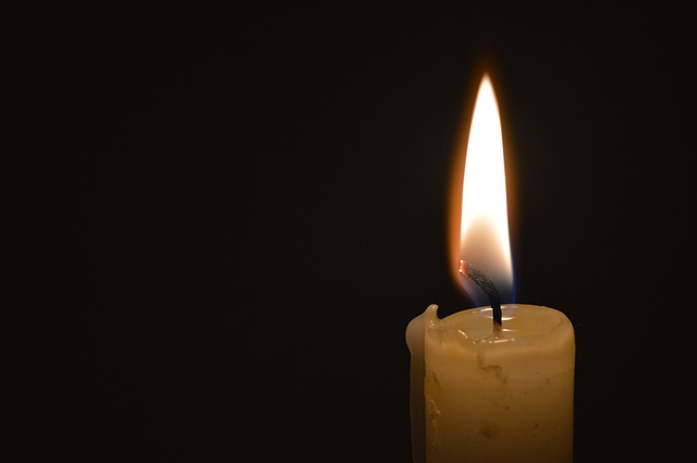 candle-139120_640